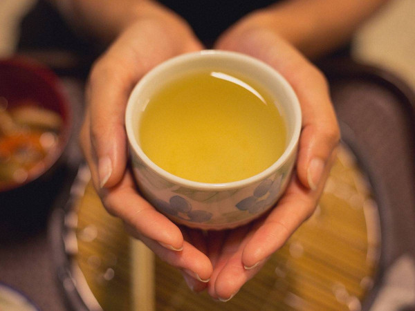 تعرفوا على مخفوق الشاي الأخضر الحارق للدهون