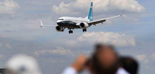 رعب داخل طائرة هوت بشكل مفاجئ من ارتفاع 12 ألف متر
