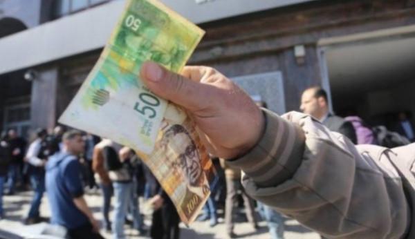 وزير الاقتصاد يتحدث عن نسبة صرف رواتب الموظفين بالضفة وغزة