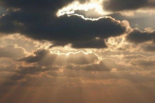 الأحد: الطقس غائم جزئياً إلى صاف والحرارة أعلى من المعدل بقليل