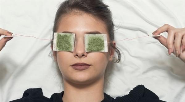 5 إجراءات سهلة لإزالة الأكياس تحت العيون