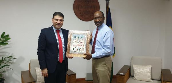 السفير أبو علي يُقدم أوراق اعتماده سفيراً لفلسطين لدى جمهورية السيشل