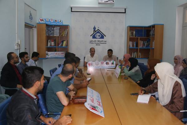 """فريق مبادرة """"سفينة الشباب"""" يزور مؤسسة بيت الصحافة بغزة"""