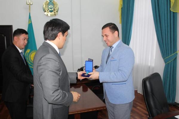 مهندس فلسطيني يحصل على لقب شخصية العام في كازاخستان