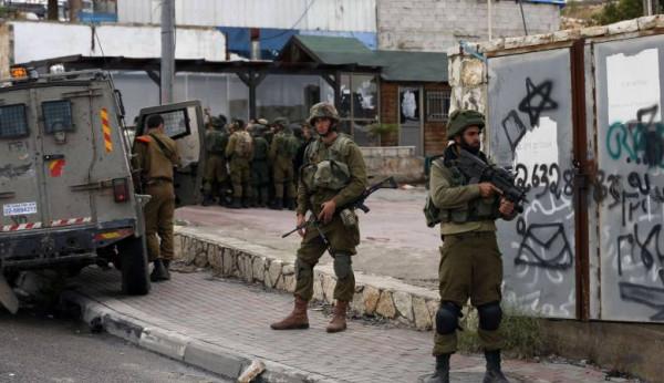 قوات الاحتلال تقتحم قرية دير نظام وتُنكّل بأهلها