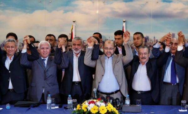 قيادي فلسطيني يُوجه دعوة لفتح وحماس بشأن مبادرة الفصائل للمصالحة