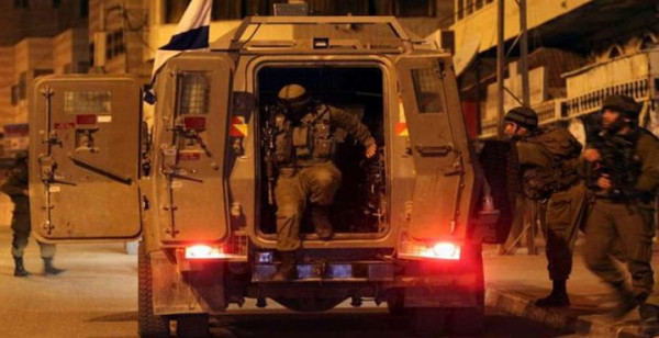 الاحتلال يعتقل طفلاً ويُنكّل بمواطنين ويقتحم قرى بالضفة الغربية