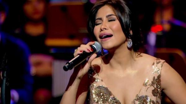 شيرين عبدالوهاب تبكي على المسرح وتلجأ لزوجها حسام حبيب