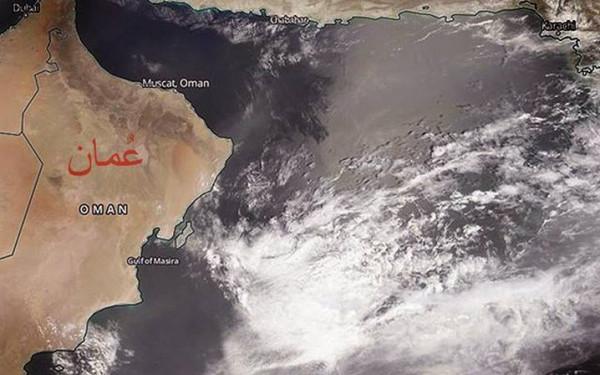 اعصار هيكا يضرب سلطنه عمان بقوه