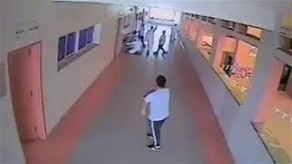 مشاجرة عنيفة بين طالبين تؤدي لتوقف تنفس أحدهما