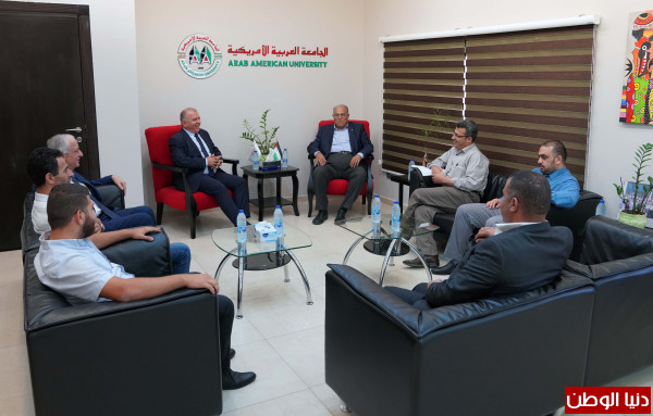 رئيس مجلس محلي زيمر يزور الجامعة العربية الأمريكية