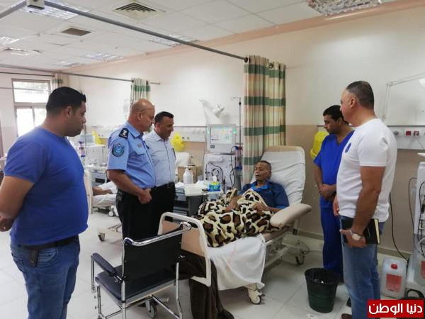 مدير عام شرطة اريحا العقيد السعدي يتفقد مرضى الكلى بمشفى أريحا الحكومي