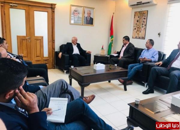 المحافظ حميد يبحث مع ادارة مشاريع سلطة المياه تطوير قطاع خدمات المياه
