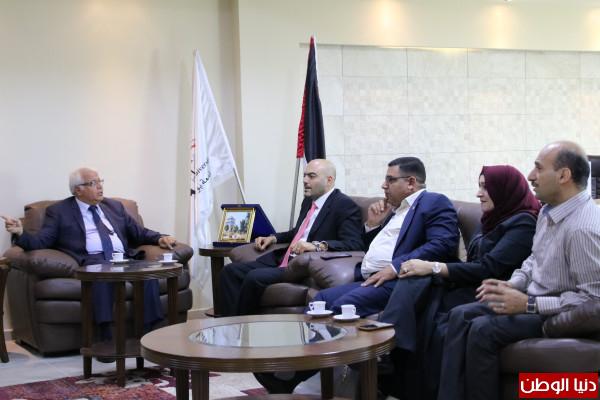 جامعة بوليتكنك فلسطين ووزارة العمل الفلسطينية يبحثان التعاون المشترك