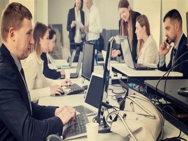 لا تستخدمي مزيلات العرق والمكياج في مكاتب العمل: تؤثر سلبا على الموظفين