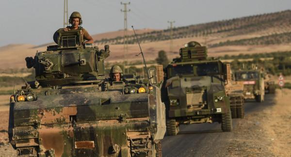 فيديو: آليات عسكرية تركية تتحرك نحو الحدود مع سوريا