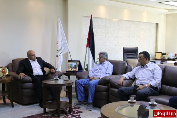 اللواء الرجوب يزور جامعة بوليتكنك فلسطين