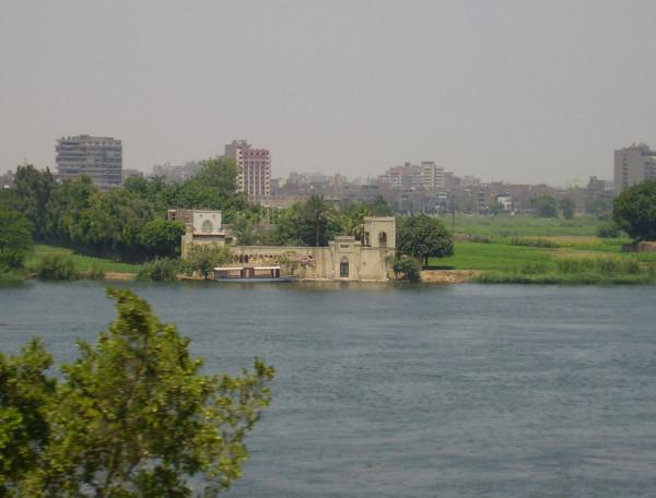 رئيس الوزراء المصري: ملتزمون بالحفاظ على الحق التاريخي للقاهرة في مياه النيل