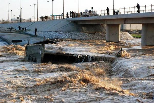 انهيار جزء من جسر وادي غزة وشرطة المرور تعلن إنتهاء أعمال صيانة