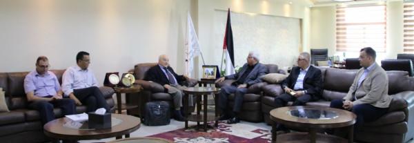 جامعة بوليتكنك فلسطين تستقبل مدير المؤسسة العالمية لمساعدة الطلبة العرب