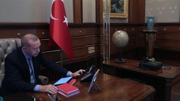 الرئاسة التركية تنشر صوراً للحظة إعطاء أردوغان أمر البدء بعملية (نبع السلام)