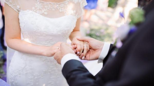 حادث مروّع يحوّل شهر عسل عروسين أردنيين إلى مأساة
