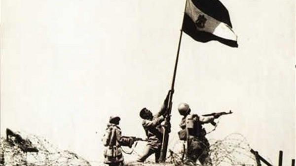 """""""ارفع العلم يا عباسي"""".. حكاية أشهر صورة لعلم مصر في حرب أكتوبر"""