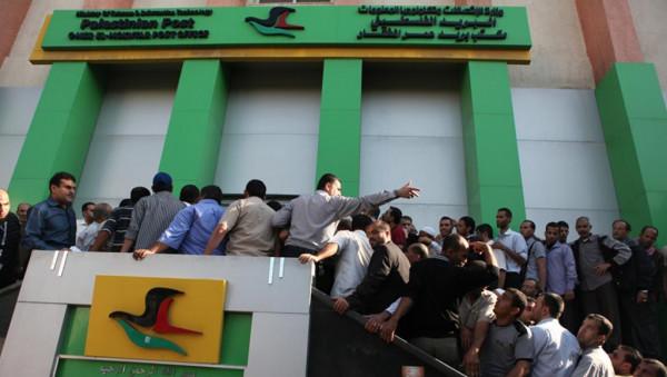 مالية غزة تُعلن شروط قبول طلبات الاستفادة من المستحقات المالية للموظفين