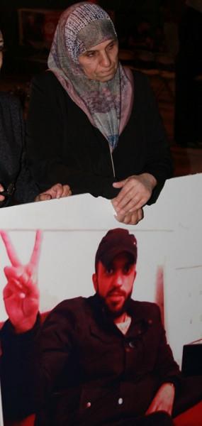 الديمقراطية في ابوديس تنظم وقفة تضامنية مع الأسرى المضربين عن الطعام