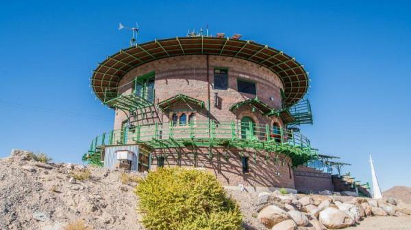 """منزل يشبه القلعة المحصنة بصحراء """"نيفادا"""" للبيع بأقل من مليون دولار"""