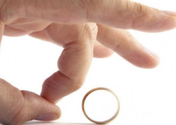 هل يجوز للمرأة أن ترفض الطلاق؟