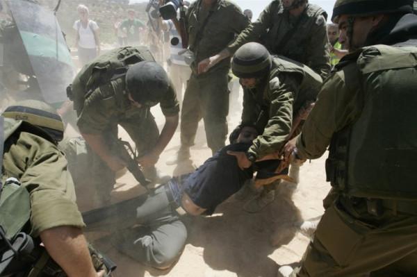 الأمم المتحدة قلقة من ظاهرة تعذيب الأسرى في إسرائيل