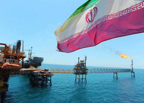 إيران: سنرد بقوة على من استهدف ناقلة نفطنا