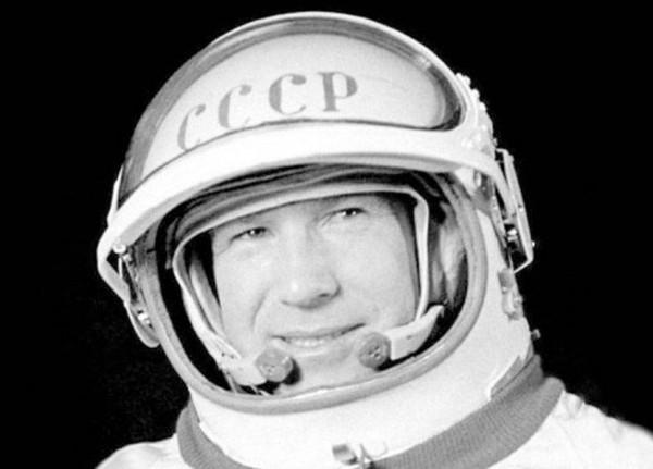 وفاة أول إنسان يسير في الفضاء عن 85 عاماً