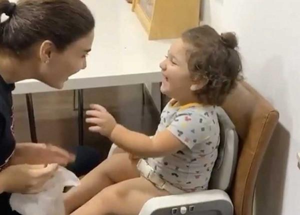 """شاهد:  سيرين عبد النور تلعب مع ابنها كريستيانو: """"غرامي هالضحكة"""""""