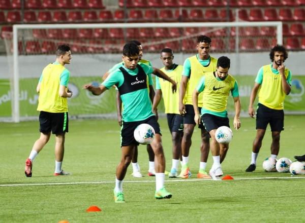 المنتخبان الفلسطيني والسعودي يخوضان حصتهما التدريبية الأولى على استاد فيصل الحسيني