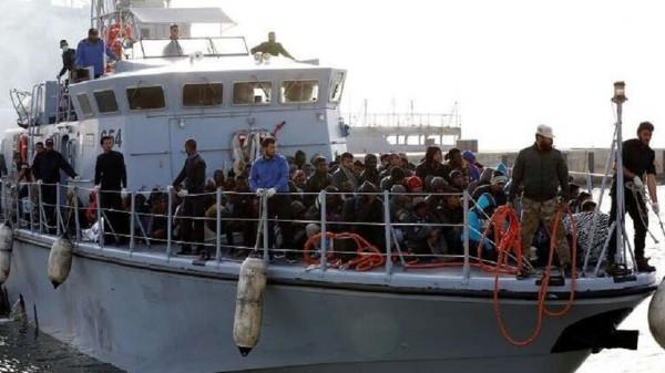 إنقاذ 94 مهاجرا غير شرعي قبالة السواحل الليبية