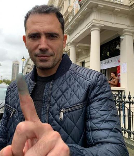 شاهد: ظافر العابدين يدلي بصوته بالانتخابات الرئاسية التونسية.. فمن اختار؟