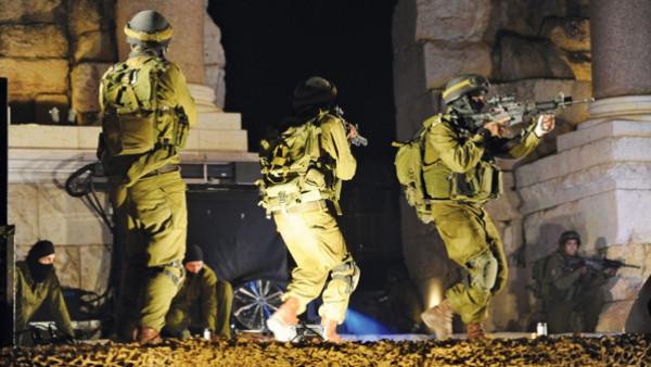 الاحتلال يُنفذ اعتقالات في القدس ويُداهم منازل شمال نابلس
