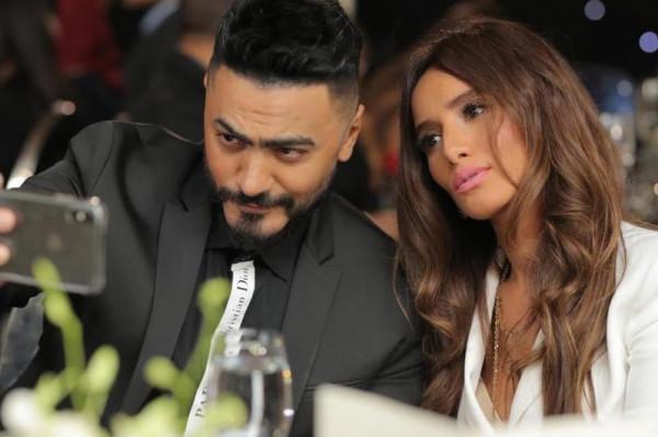 تامر حسني يتعرّض للسخرية بسبب صورته مع زينة
