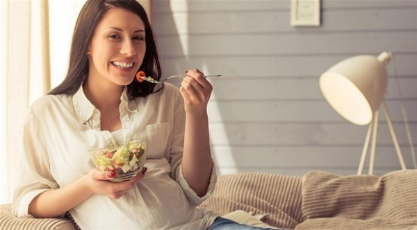 أثناء الحمل.. لا تأكلي لشخصين