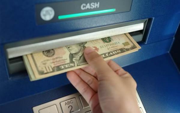 شبكة المنظمات تُصدر تحذيراً بشأن تجميد حسابات بنكية لمؤسسات أهلية بغزة