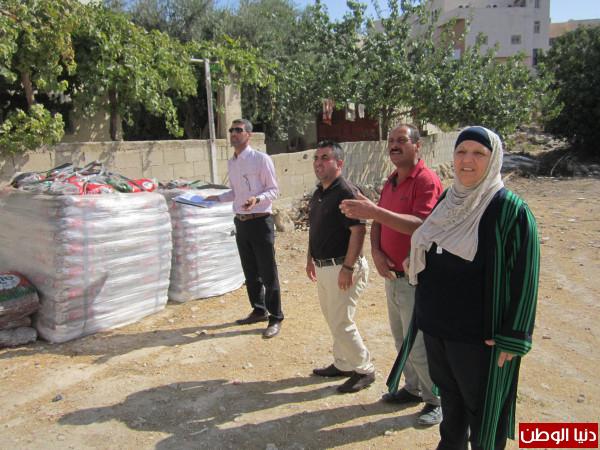 تنمية يطا تبدأ بتسليم مشاريع زراعية للأسر الفقيرة