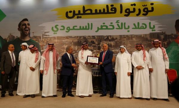 شاهد: الرئاسة الفلسطينية تُقيم مأدبة عشاء على شرف الأخضر السعودي