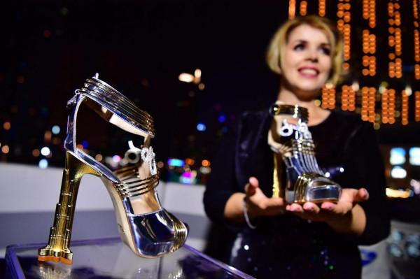 أغلى حذاء في العالم ثمنه 19.9 مليون دولار  9998999282