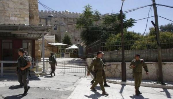 الاحتلال يُغلق الحرم الإبراهيمي الشريف أمام المصلين غداً وبعد غد