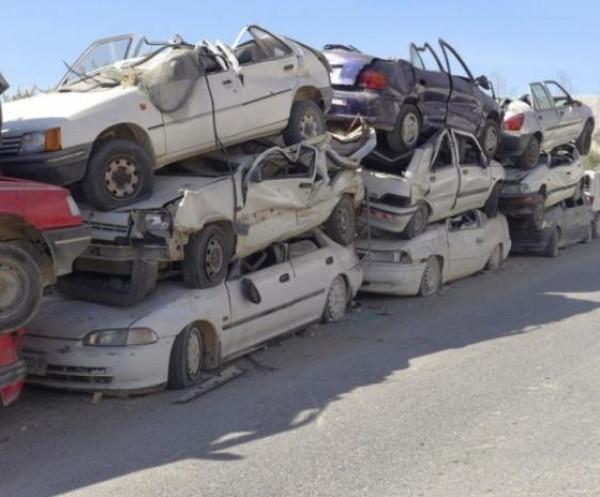 شرطة نابلس تتلف 40 مركبة وتقبض على 12 مطلوبًا