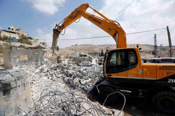قوات الاحتلال تُجبر مقدسياً على هدم أجزاء من منزله