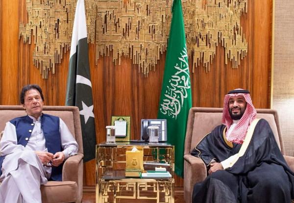 بن سلمان يجتمع مع  رئيس وزراء جمهورية باكستان