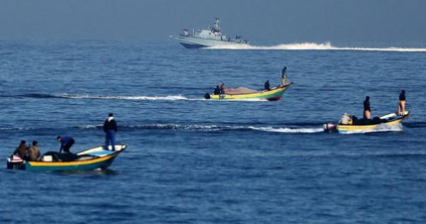مركز الميزان: تراجع أوضاع الصيادين الاقتصادية بشكل خطير